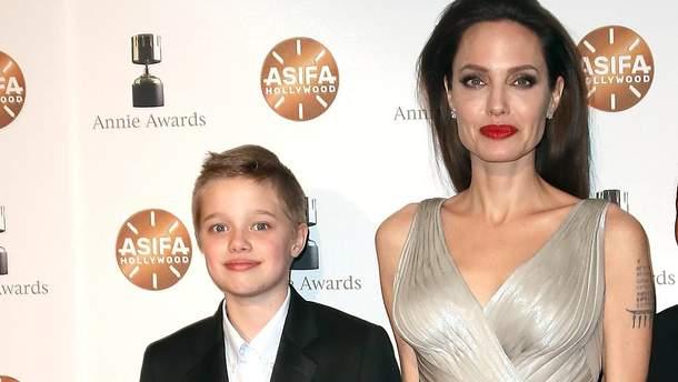 12-летняя дочь Джоли иПитта решила убежать отматери