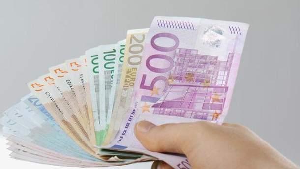 Евро идоллар увеличились  крублю наторгах