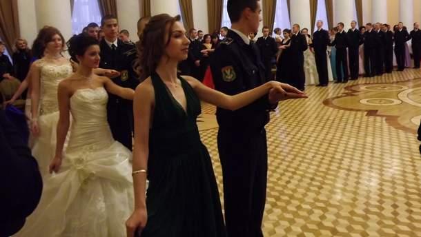 Кадетский бал в Луганске