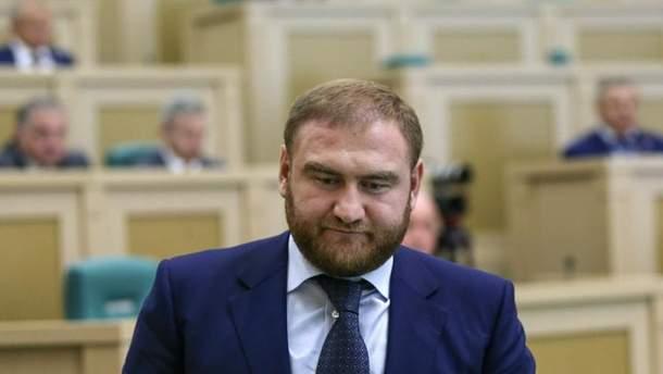 Арестованный сенатор Рауф Арашуков