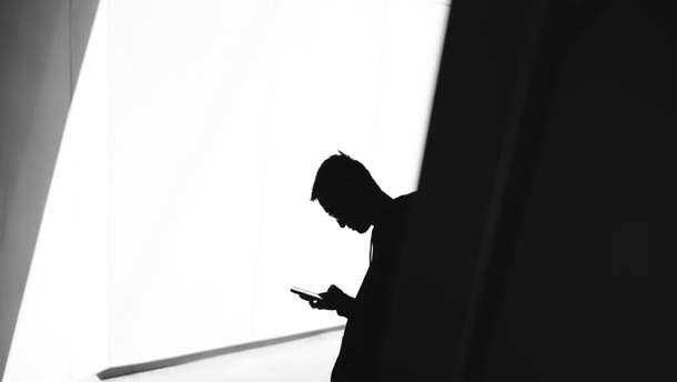 Вчені знайшли зв'язок між використанням смартфонів і зайвою вагою