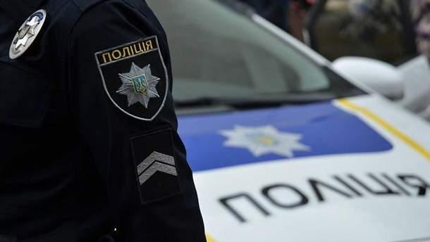 В Киеве мошенники надели форму полицейских и похитили двух девушек
