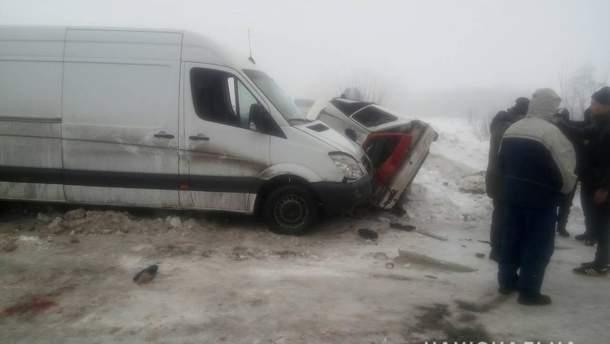 На Харківщині внаслідок ДТП загинула жінка, ще троє людей отримали травми