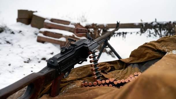 Проросійські бойовики обстріляли ритуальний автобус із покійником у Чермалику