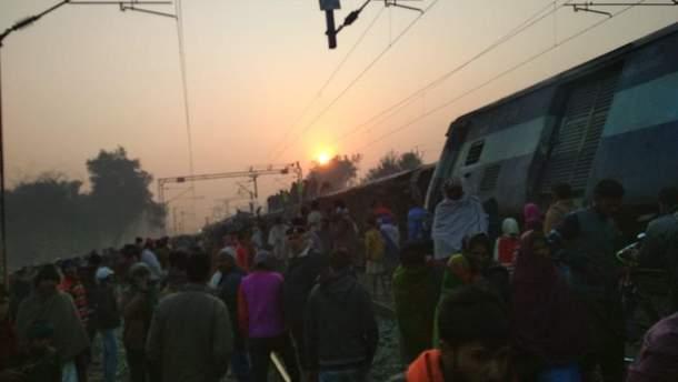 Три вагона поезда получили серьезные повреждения