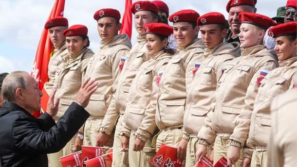 В оккупированном Крыму учат детей обращаться с оружием