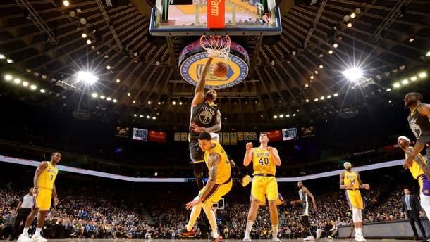 "Баскетболист ""Голден Стэйт"" брутально повалил игрока ""Лейкерс"""