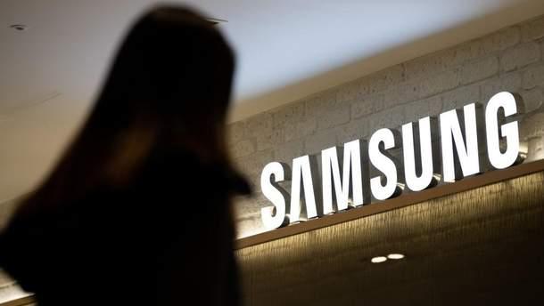 Samsung запатентовала странный девайс с гибким дисплеем