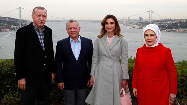 Королева Иордании Рания ошеломила нарядом
