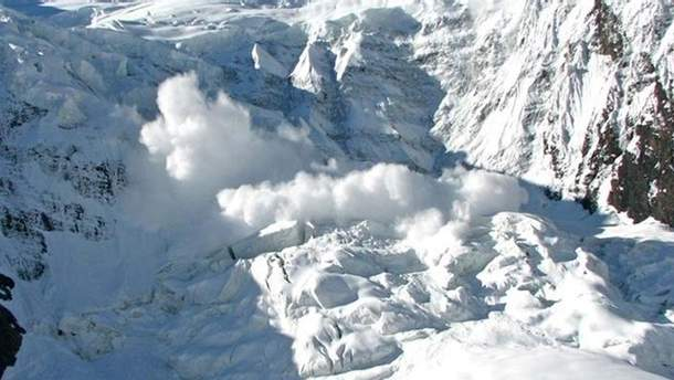 В Альпах зійшло кілька лавин: щонайменше 10 осіб загинуло