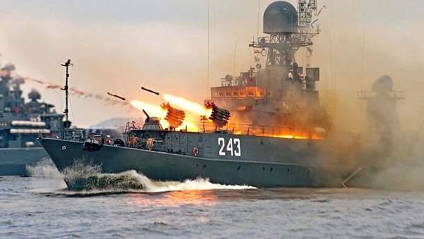 Российские военные корабли проводят стрельбы в Черном море