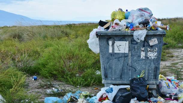 Как украинцы зарабатывают на незаконных свалках мусора