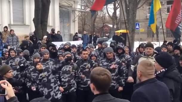 У Харкові консульство Росії закидали зеленкою і яйцями