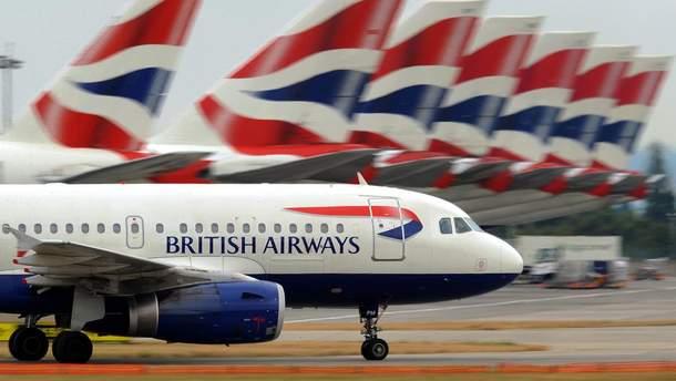 Ураган снес самолет при посадке в Лондоне