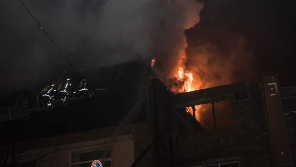 Чрезвычайники ликвидировали пожар в уентре Киева