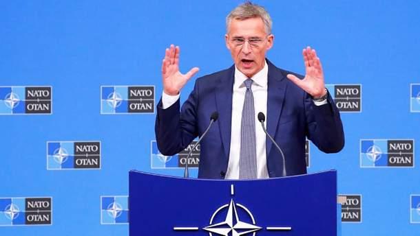 Мир не будет безопасней: НАТО не откажется от ядерного оружия, если оно останется в РФ и КНР