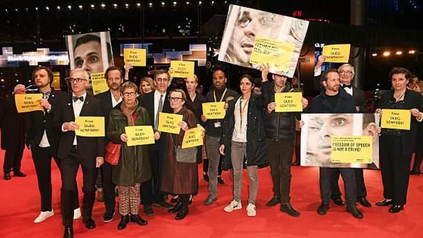На червоній доріжці кінофестивалю у Берліні закликали звільнити Сенцова