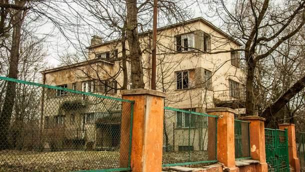 Дом в стиле функционализм на улице Мельника во Львове