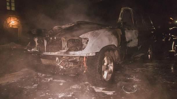 Все, что осталось от машины Назаренко, после пожара