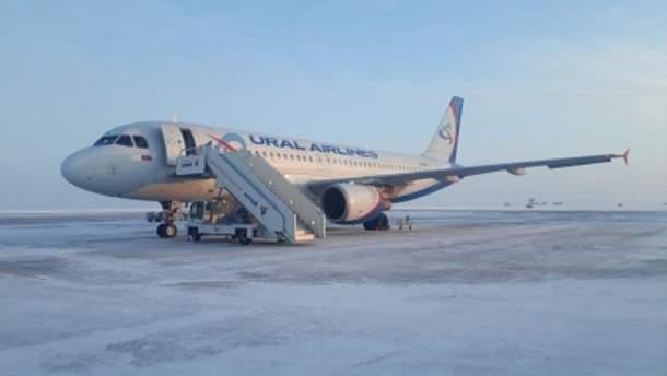 У аеропорту російського Барнаула обвалився трап з людьми