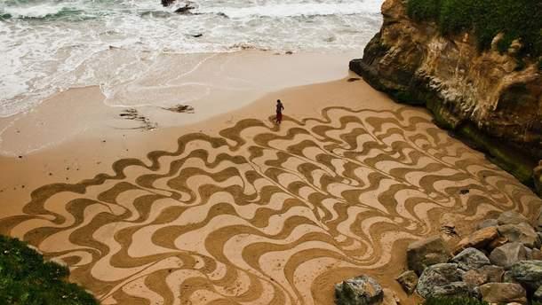 Туристів на Канарських островах будуть штрафувати за малюнки на піску