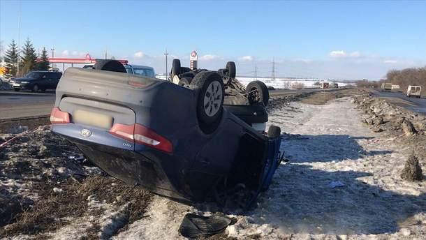 Много травмированных и перевернутые авто: под Харьковом произошло масштабное ДТП