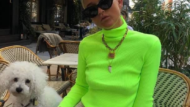 Як носити неоновий колір