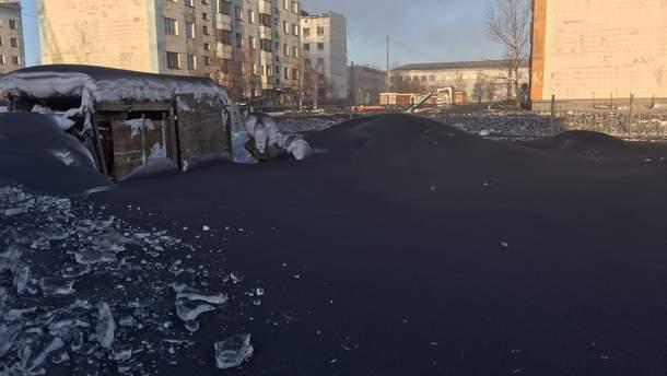 У Росії випав чорний сніг