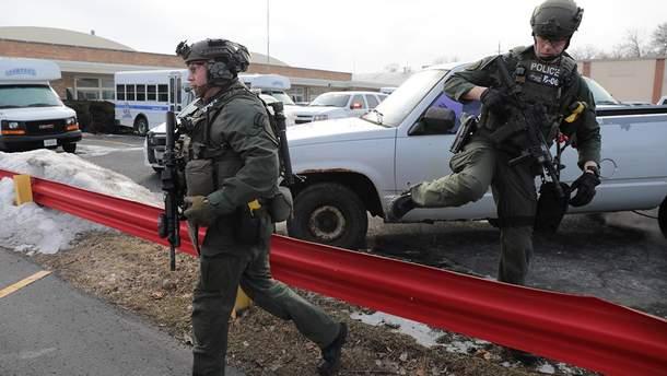 Полиция на месте стрельбы в Авроре в штате Иллинойс