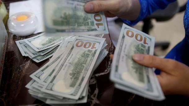 Украинцы покупают валюту онлайн