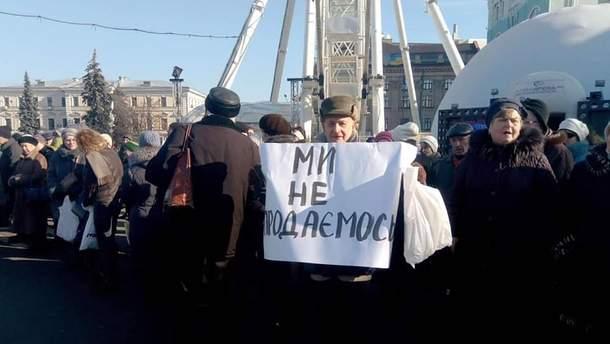 Замкнене коло: у Києві люди за гроші прийшли мітингувати проти проплачених мітингів