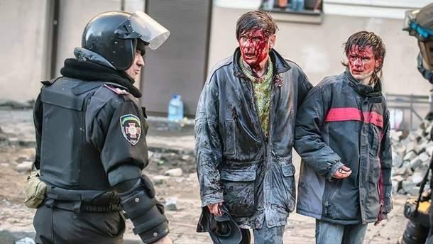 Действующий полковник Нацгвардии бил ногами нынешнего бойца ВСУ на Майдане: появились возмутительные фото