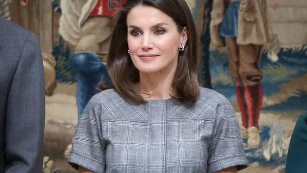 У скромній сукні і синіх туфлях: вихід королева Іспанії на церемонії в Мадриді