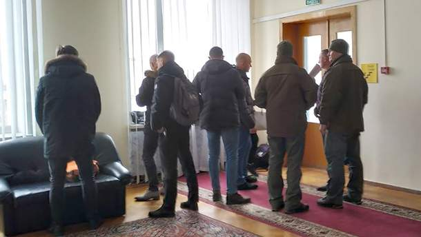 Детективи НАБУ після обшуків у кабінеті Андрія Пісоцького
