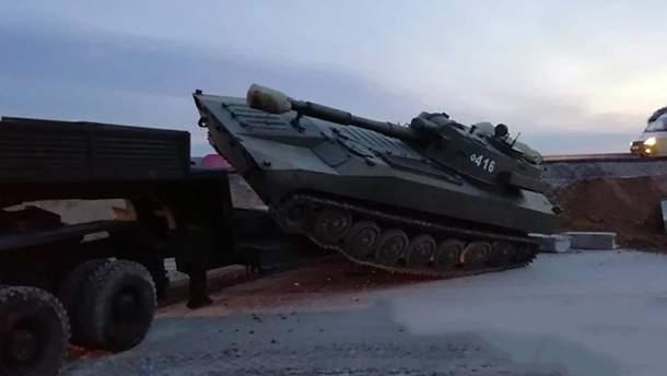 """В результате аварии из грузовика """"слетела"""" артиллерийская самоходная установка"""