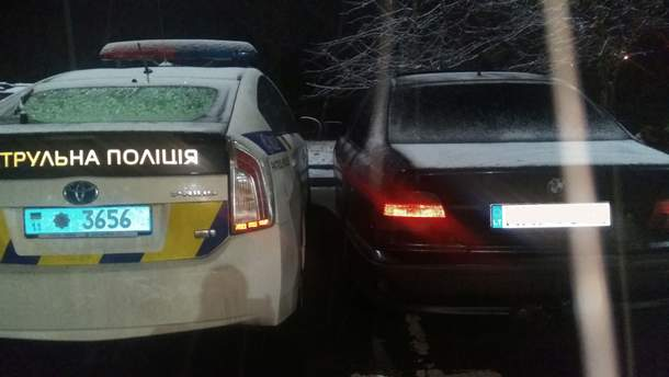 Вооруженные водители блокировали авто патрульных в Ровно