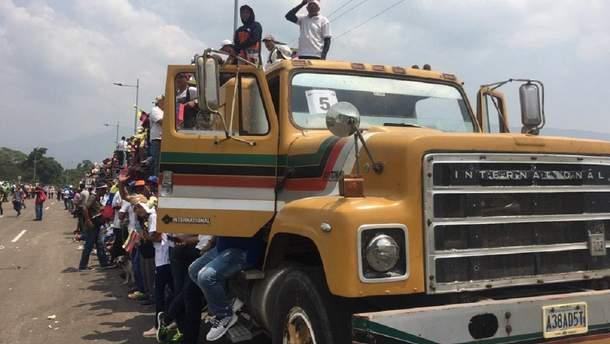 На границе Венесуэлы и Колумбии произошли столкновения