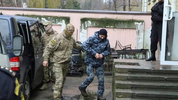 Полоненим українським морякам провели обстеження в московській лікарні