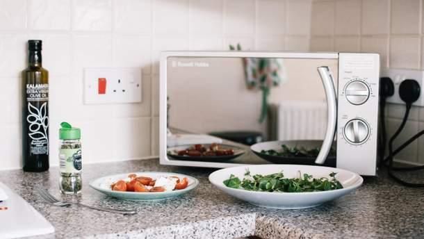 Можно ли готовить еду в микроволновке