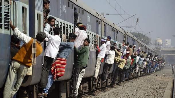 Пакистан приостановил движение поездов в Индию