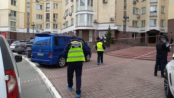 В Киеве на Оболони взорвался автомобиль