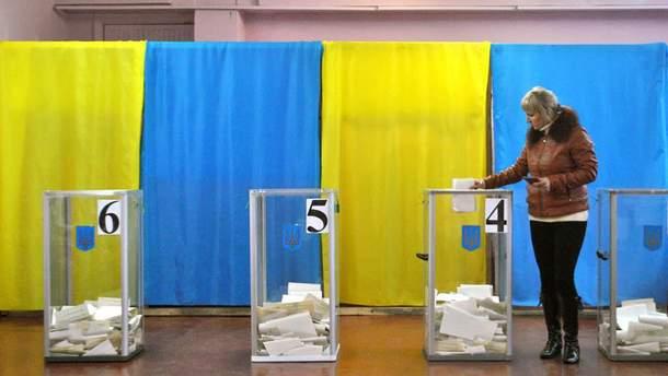 Около 100 тысяч украинцев сменили место голосования на выборах