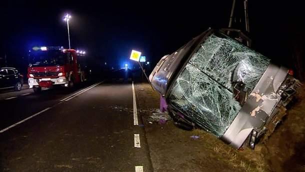 У Польщі автобус з українцями потрапив у ДТП, загинув водій