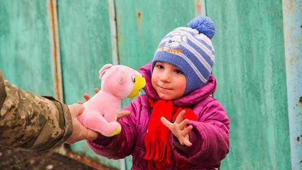 Зруйновані будинки, надії та життя: як живуть люди на Луганщині