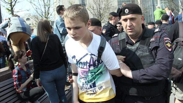 """Фото з акції протесту """"Він нам не цар"""", що відбувалася у Росії 2018 року"""