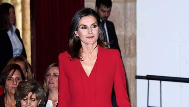 Королева Испании Летисия носит красный по королевски в 2019 году