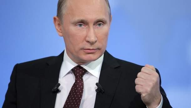 Рейтинг Путина в России снова рекордно упал