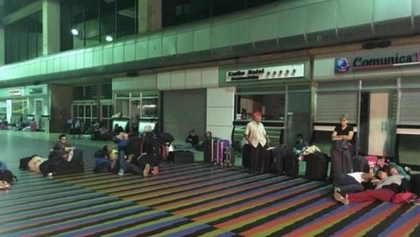 Міжнародний аеропорт Каракаса без світла