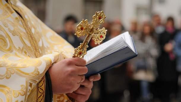 Десятеро священиків УПЦ МП заблокували вхід до церкви на Рівненщині