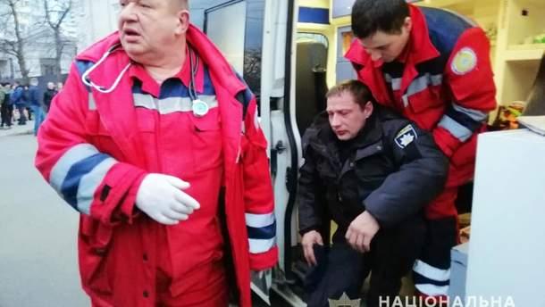 """Во время попытки """"Нацкорпуса"""" прорваться к Порошенко в Черкассах пострадали 22 полицейских"""